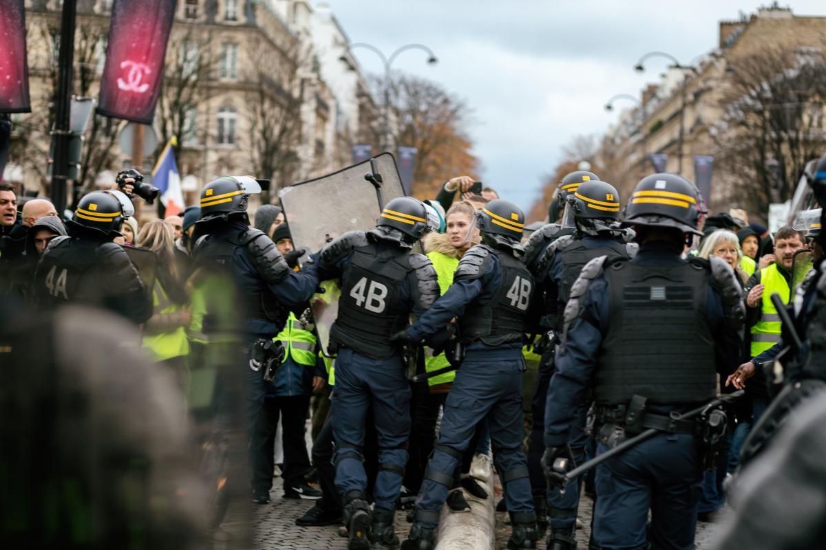 La police Nasse les Gilets Jaunes
